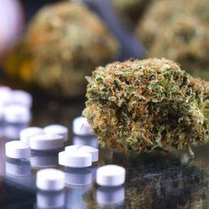 7 συνταγογραφούμενα φάρμακα που να προσέχουμε με την ταυτόχρονη χρήση της κάνναβης